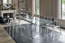 CRYSTAL to rozkładany stół z rodziny produktów Target Point. CRYSTAL wykonany jest z aluminium z nogami oraz blatem wykonanym ze szkła hartowanego i...