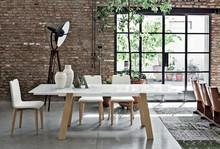GIOVE 160 to rozkładany stół z bogatej kolekcji znanych producentów od Target Point. Stół z drewnianymi nogami oraz drewnianą ramą, którego blat...