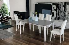 MAGELLANO to rozkładany stół z rodziny produktów Target Point. Wykonany jest z aluminium z nogami zrobionymi z poliuretanu oraz blatem wykonanym ze szkła...