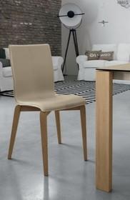 GLAMOUR WOOD to włoskie krzesło z kolekcji znanej włoskiej marki meblowej Target Point. Krzesło tapicerowane ekoskórą Comfort Touch. Rama i nogi...
