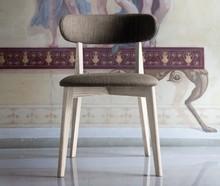 Krzesło Anja wyprodukowane przez Domitalia to solidne, piękne krzesło.<br />Stelaż krzesła wykonany jest z drewna jesionu , które...