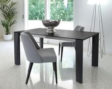 Krzesło Charme wyprodukowane przez Domitalia. Wykonany na styl fotela jest niezwykle szykowny i elegancki, dzięki czemu będzie świetnie pasować do...