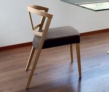 GEA to krzesło wyprodukowane przez jedną z najlepszych firm meblarskich na świecie- Domitalia.<br />Gea to krzesło, które łączy w...