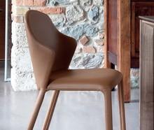 Opera to krzesło pochodzące z kolekcji znanej na całym świecie firmy meblowej Domitalia.<br />Opera jest elegancka i nowoczesna. To krzeslo...