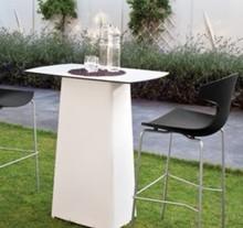 Stolik Terra-ta to kolejny produkt od Domitalia.<br />Stolik został stworzony technologią rotacyjną. Stolik ma kształt kwadratu, a jego blat posiada...