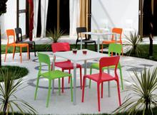 POP to stół wykonany z polipropylenu oraz z polerowaneej aluminiowej podstawy. Idealnie nadaje się do użytku na zewnątrz. Dzięki swojemu kształtu...