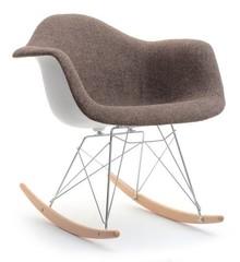 Niebanalny fotel na biegunach to wyjątkowy mebel, obok którego trudno przejść obojętnie.  Cechuje się bardzo oryginalną stylistyką i na pewno...