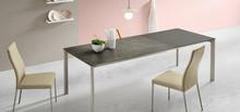 Włoski stół KLASS 140x90 cm, który rozkłada sie do dwóch rozmiarów 185 cm lub 230 cm. Podstawa tego stołu jest metalowa i...
