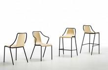 Krzesło Ola S LG - z siedziskiem i oparciem wykonanym ze sklejki fornirowanej w dwóch kolorach - dąb naturalny lub wybarwiany na wenge. Stelaż tego...