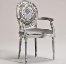 Italia Style ma zaszczyt przedstawić Państwu krzesło LUIGI XVI prestiżowej marki Veneta Sedie. LUIGI XVI występuje także w wersji bez podłokietników....