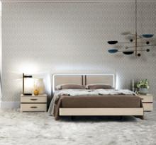 Włoskie łóżko ALTEA o powierzchni spania 180/200cm, którego rama wykonana została z płyty laminowanej i lakierowana na wysoki połysk....