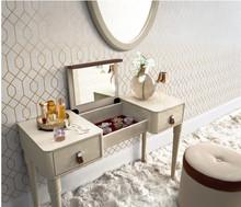 Prezentowana wyjątkowa toaletka ALTEA, dostępna w kremowym lakierze. Stanowi ona wyszukane oraz pierwszorzędne dopełnienie unikatowej aranżacji...