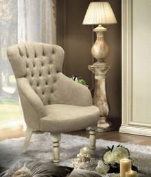 Fotel z kolekcji SIENA NIGHT AVORIO, podstawa wykonana z drewna lipowego i malowana na kremowy. Siedzisko fotela w całości obszyte jest miękką eko...