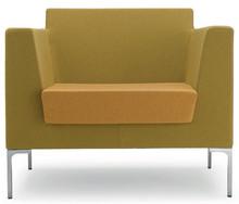 FRED FR001 to jednoosobowy fotel tapicerowany. Podstawa fotela to cztery chromowane nóżki.<br />Fotel idealny zarówno do przestrzeni...