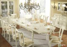 Stół prostokątny SIENA DAY AVORIO o wymiarach 200/110 cm rozkładany do 290cm, wykonany jest z fornuiru drewna lipowego i wybarwiany na kolor kremowy....