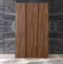 Włoska szafa 3-drzwiowa z kolekcji STORM wykonana z płyty laminowanej uszlachetnionej, która jest matowa o strukturze porowatej w kolorze tabacco....