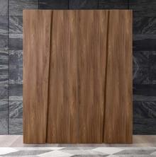 Szafa 4- drzwiowa z kolekcji STORM wykonana z płyty laminowanej uszlachetnionej, która jest matowa w porowatej strukturze w kolorze tabacco. Szafa...