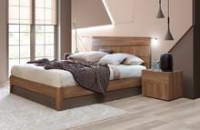 Łóżko STORM o powierzchni spania 160/200cm, wykonane z płyty laminowanej uszlachetnionej o matowej strukturze w kolorze tabacco. Wezgłowie składa...