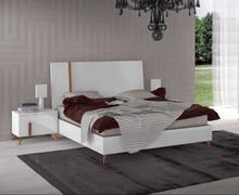 Łóżko VEGA WHITE o powierzchni spania 160/200cm wykonane z płyty laminowanej i lakierowane na wysoki połysk w białym kolorze. Posiada drewniane...