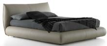 Włoskie łóżko Poissy jest częścią kolekcji znanej włoskiej firmy Bolzan Letti, która specjalizuje się w produkcji łóżek...