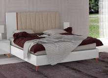 Łóżko z kolekcji VEGA WHITE z tapicerowanym wezgłowiem o powierzchni spania 160/200cm. Rama łóżka wykonana z płyty laminowanej i...