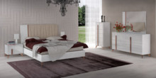 Łóżko VEGA WHITE z tapierowanym wezgłowiem o powierzchni spania 180/200cm Rama łóżka posiada drewniane nóżki o stożkowej...
