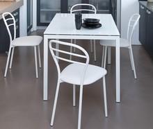 Stół FULL wyprodukowany przez Domitalia.<br />Stół jest prostokątny, rozkładany.<br />Lakierowana rama stalowa oraz blat wykonany...