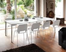 Stół Mondo-m wyprodukowany przez Domitalia.<br />Stół jest prostokątny, rozkładany.<br />Stół z niezliczonymi...