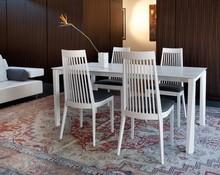 Stół UNIVERSE wyprodukowany przez Domitalia.<br />Stół jest prostokątny, rozkładany.<br />Rama stołu wykonana jest z drewna...