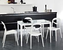 Stół WIND wyprodukowany przez Domitalia.<br />Stół jest prostokątny, rozkładany.<br />Rama wykonana z lakierowanej stali,...