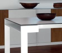 Stół REPORT wyprodukowany przez Domitalia.<br />Stół jest prostokątny, rozkładany.<br />Rama wykonana z lakierowanej stali, blat...