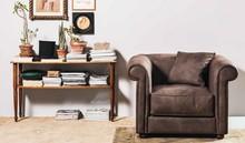 Włoski stylowy fotel TIARE pochodzący z najnowszej kolekcji Notte Brava.<br />Konstrukcja nośna z płyty wiórowej i dykty. Rozszerzona...