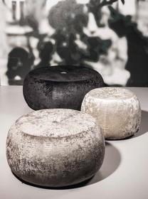Pufa DUCT pochodząca z najnowszej kolekcji Notte Brava.<br />Tapicerowana eko skórą bądź tkanina.<br />Wypełniona rozszerzonym...