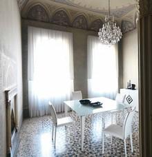 Włoski, elegancki stół GOTICO 180x90 cm pochodzący z najnowszej kolekcji Notte Brava.<br />Nogi wykonane z malowanego metalu, podstawa...