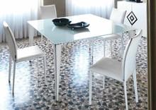 Włoski, elegancki stół GOTICO 140x140 cm pochodzący z najnowszej kolekcji Notte Brava.<br />Nogi wykonane z malowanego metalu, podstawa...