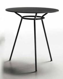 Stół OLA 3 posiada okrągły blat oraz trzy nogi. Stoły z kolekcji OLA cechują się wszechstronnością i prostotą wykonania. Blaty dostępne są w...