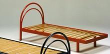 Stelaż łóżka/ łóżko pod materac z zagłówkiem.<br />Stelaże z ramą obwodową metalową o przekroju 40 mm, żebrowane, o...