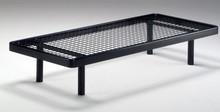 Stelaż łóżka/ łóżko pod materac bez przodu i tyłu.<br />Stelaże z ramą obwodową metalową o przekroju 40 mm z metalową siatką,...