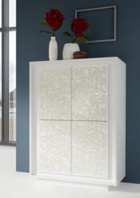 Wysoka komoda SKY FLOWERS 4-drzwiowa wykonana z płyty MDF i lakierowana w macie na kolor biały. Fronty zostały ozdobione kwiatowym wzorem, który przy...