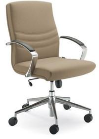 Alfa AF012 to fotel pracowniczy. Wyposażony w niższe oparcie oraz podłokietniki pokryte warstwą wierzchnią z czarnego PU. Podstawa to krzyżak z czarnego...