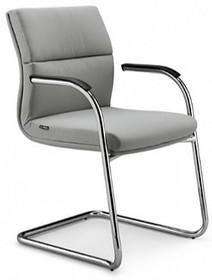 Bridge BG105 to fotel konferencyjny. Wyposażony jest w niskie oparcie oraz chromowane podłokietniki z tapicerowanym wierzchem.<br />Bridge BG105 cały...