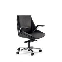 CINQUANTA CQ002 to fotel pracowniczy. Wyposażony w niskie oparcie. Posiada aluminiowe podłokietniki z tapicerowanym wierzchem. Podstawa to pięcioramienny...