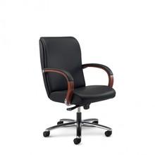 KIRIA KI172 to fotel pracowniczy. Wyposażony w niskie oparcie. Posiada drewniane podłokietniki, które są tapicerowane z wierzchu. Podstawa to...
