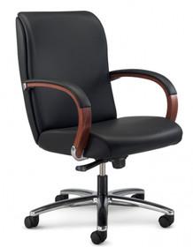 KIRIA KI173 to fotel pracowniczy. Wyposażony w niskie oparcie. Nie posiada podłokietników. Podstawa to pięcioramienny aluminiowy, lakierowany krzyżak...
