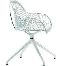 Fotel GUAPA PX - siedzisko wykonane ze skóry naturalnej, dostępnej w kliku opcjach kolorystycznych. Oparcie i podłokietniki mają strukturę ażurkową....