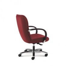 KIRIA KI162 to fotel pracowniczy. Wyposażony w niskie oparcie. Posiada drewniane podłokietniki tapicerowane z wierzchu. Podstawa to pięcioramienny...