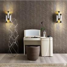Toaletka LUNA - B wykonana z wysokiej jakości płyty laminowanej o matowej i porowatej strukturze w białym kolorze.<br />Toaletka składa się z trzech...