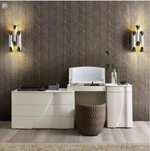 Toaletka LUNA- D, wykonanaz płyty laminowanej o matowej i porowatej strukturze w kolorze białego jesionu. Toaletka składa się z trzech odzielnych...