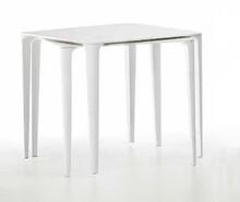 Kwadratowy stół Nenè o bokach 85 cm to idealny mebel zarówno do restauracji, czy ogródków kawiarnianych oraz do wnętrz...