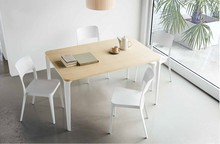 Prostokątny stół Nenè o bokach 140x90 cm to idealny mebel zarówno do restauracji i wnętrz kontraktowych jak i do wnętrz domowych czy...